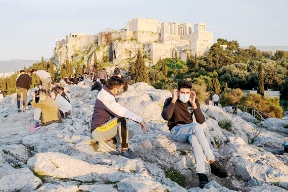 Khách du lịch tại một địa điểm ở Athen, Hy Lạp