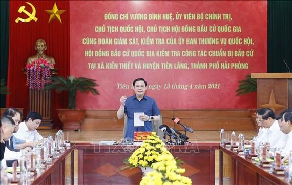 Chủ tịch Quốc hội Vương Đình Huệ phát biểu chỉ đạo tại buổi kiểm tra công tác chuẩn bị bầu cử tại Hải Phòng. Ảnh TTXVN