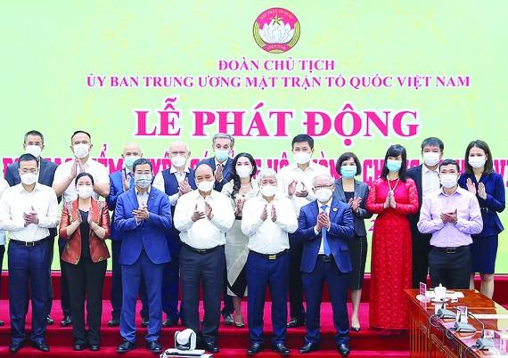 Chủ tịch nước Nguyễn Xuân Phúc và các đại biểu tại lễ phát động. Ảnh: VIẾT CHUNG