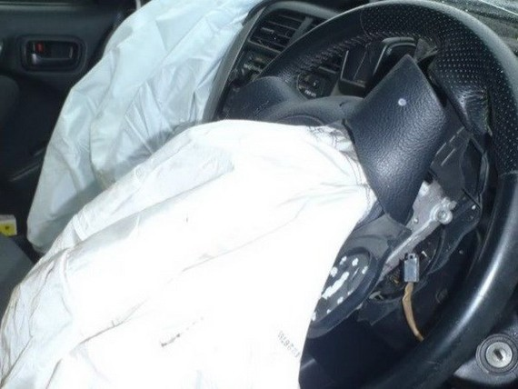Túi khí Takata có thể khiến người ngồi trên xe bị thương nghiêm trọng sau khi bung ra. Ảnh: abc.net.au