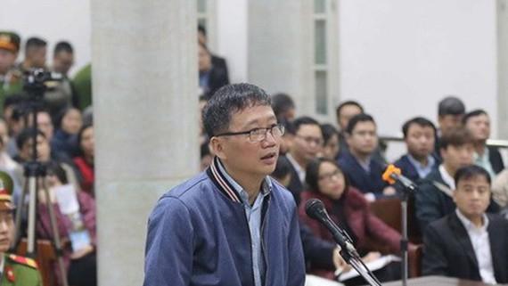 Bị cáo Trịnh Xuân Thanh, nguyên Chủ tịch Hội đồng quản trị, Tổng Giám đốc PVC trả lời Hội đồng xét xử tại phần kiểm tra căn cước. Ảnh: TTXVN