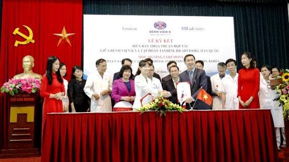 Lễ ký kết hợp tác của Bệnh viện K với 2 tập đoàn lớn của Hàn Quốc trong việc nâng cao chất lượng điều trị bệnh ung thư