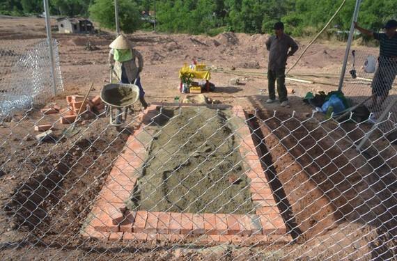 Căng lưới B40 và dựng lều tại khu vực phát hiện huyệt mộ vợ vua Tự Đức