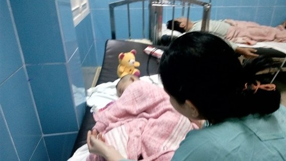 Bệnh nhi P.H.G.M. đang điều trị tại Bệnh viện Trung ương Huế