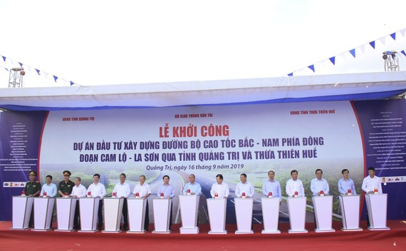 Khởi công Dự án thành phần Dự án đường bộ cao tốc Bắc Nam phía Đông giai đoạn 2017-2020 đoạn Cam Lộ - La Sơn 