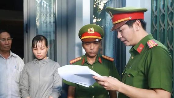 Cơ quan CSĐT đọc lệnh bắt tạm giam đối tượng Trần Thị Như Ý