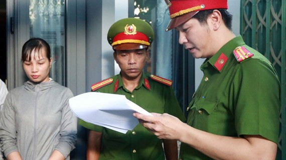 Công an đọc lệnh bắt tạm giam Trần Thị Như Ý