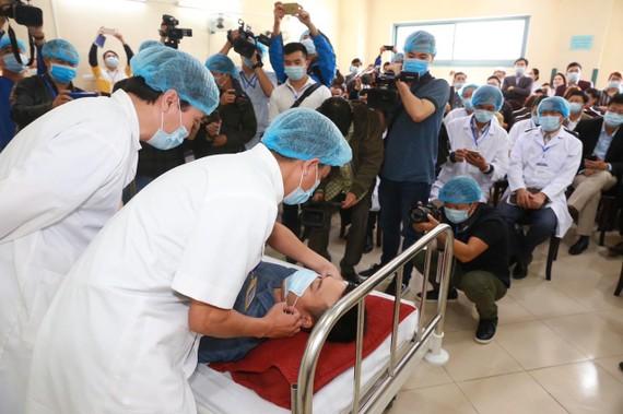 Bệnh viện Trung ương Huế diễn tập phương án cứu chữa bệnh nhân nhiễm virus Corona 