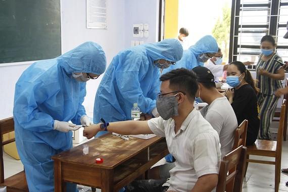 Test nhanh cho các trường hợp từ vùng dịch Covid-19 về Thừa Thiên - Huế