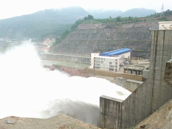 Hồ thủy điện Hương Điền điều tiết nước về hạ du 172m3/s 