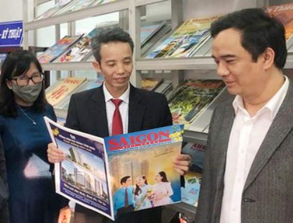 Báo SGGP giới thiệu các ấn phẩm Báo Xuân tại Hội Báo Xuân Tân Sửu tỉnh Thừa Thiên - Huế