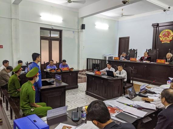 Phiên tòa xét xử sơ thẩm bị cáo Phương