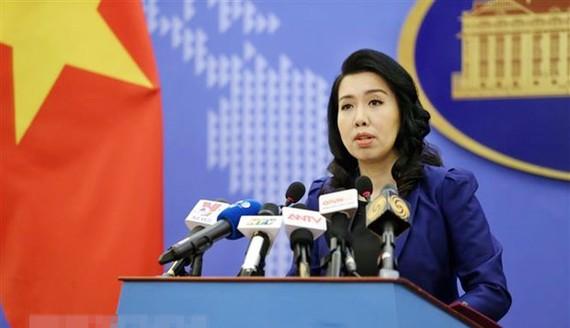 Người phát ngôn Bộ Ngoại giao Lê Thị Thu Hằng trả lời câu hỏi của phóng viên các cơ quan báo chí trong nước và quốc tế. Ảnh: TTXVN
