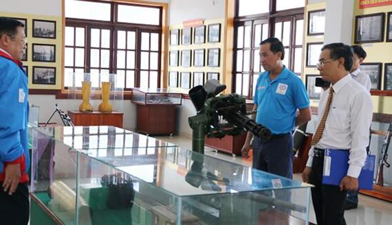 Nhà Truyền thống thị xã Phước Long (tỉnh Bình Phước) đã tiếp nhận mô hình hiện vật chiến tranh súng các loại để trưng bày do xưởng OX1, Cục kỹ thuật Quân khu 7 (TPHCM) phục chế.