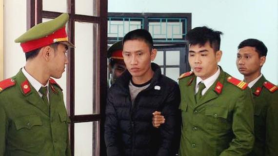 Áp giải bị cáo về trại giam