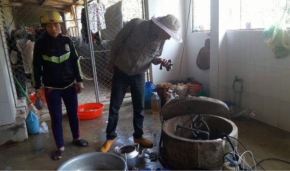 Một trong số giếng nước sinh hoạt của người dân bị nhiễm dầu ở thôn Tân Phúc, xã Hương Trạch, huyện Hương Khê, tỉnh Hà Tĩnh