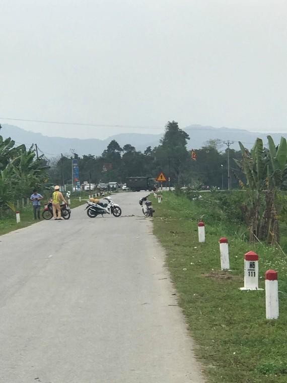 Lực lượng chức năng chốt chặn các ngã đường gần khu vực hiện trường