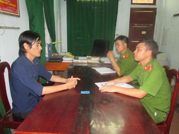 Công an tiến hành lấy lời khai đối tượng Nguyễn Văn Bảo