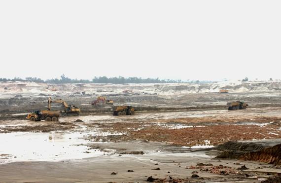 Một góc mỏ sắt Thạch Khê. Ảnh PV Báo SGGP chụp đầu năm 2011
