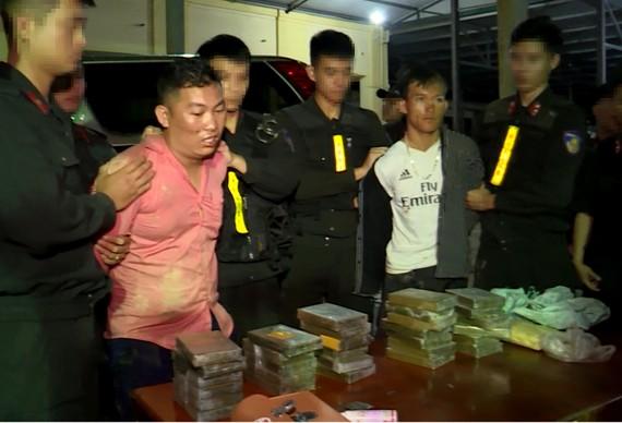 2 đối tượng bị bắt giữ cùng tang vật ma túy