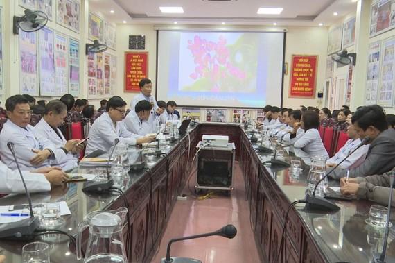 Bệnh viện Đa khoa Hà Tĩnh tổ chức tập huấn về triệu chứng lâm sàng chẩn đoán, điều trị, dự phòng viêm phổi cấp do virus Corona (nCoV)