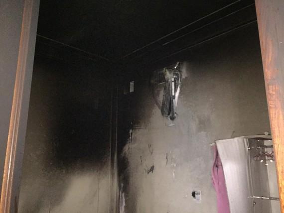 Một góc hiện trường cháy trong phòng ngủ của ngôi nhà