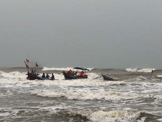 Hiện trường thuyền bị chìm trên biển