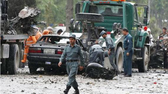 Cảnh sát điều tra hiện trường vụ đánh bom tại thủ đô Kabul, Afghanistan, ngày 3-5-2017. Ảnh: REUTERS