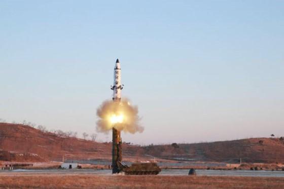 Hình ảnh phóng thử tên lửa Pukguksong-2 do KCNA công bố