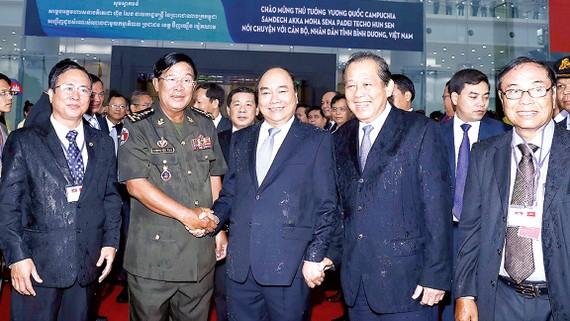 Thủ tướng Nguyễn Xuân Phúc đón  Thủ tướng  Campuchia Samdech Hun Sen