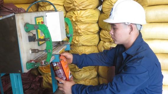 Đóng gói cà phê ở Công ty Trung Đức