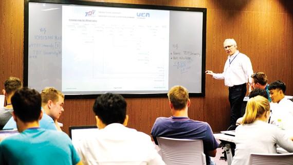 Nhờ đổi mới chương trình đào tạo, Trường ĐH Tôn Đức Thắng được Bộ GD-ĐT đánh giá là trường có nhiều giáo sư, tiến sĩ nước ngoài giảng dạy nhất cả nước