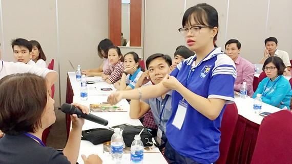 Em Lê Minh Tú, sinh viên năm nhất chuyên ngành Tâm lý học, Trường ĐH Văn Hiến, chia sẻ những khó khăn trong quá trình học tập