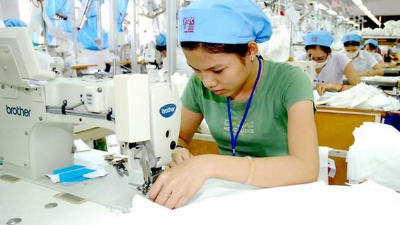 May xuất khẩu tại Công ty may Việt Tiến Ảnh: CAO THĂNG