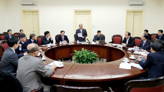 Thủ tướng Nguyễn Xuân Phúc làm việc với Tổ tư vấn kinh tế. Ảnh: VGP