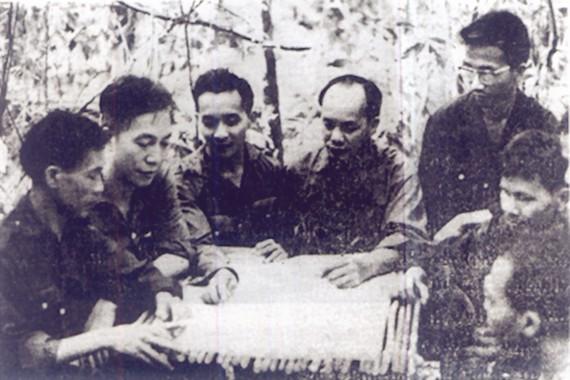 Các đồng chí lãnh đạo Phân khu 1 (Sài Gòn - Gia Định) họp bàn kế hoạch tổng tiến công Xuân Mậu Thân 1968            Ảnh: DƯƠNG THANH PHONG