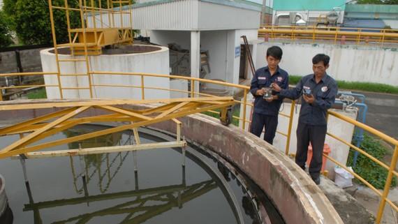 Hồ xử lý nước thải tập trung tại một nhà máy trong KCN Tây Bắc Củ Chi             Ảnh: CAO THĂNG