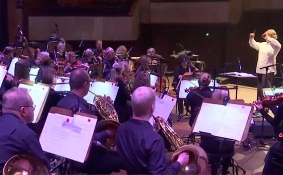 Lập dàn nhạc giao hưởng cho nhân viên