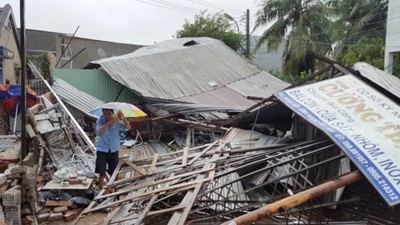 Bão số 12 làm nhiều nhà dân ở Khánh Hòa bị sập hoàn toàn. Ảnh: VĂN NGỌC