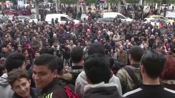 Người dân Tunisia biểu tình phản đối biện pháp kinh tế khắc khổ của chính phủ