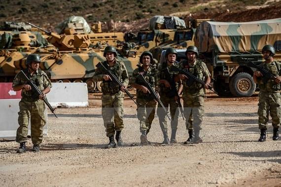 Binh sỹ Thổ Nhĩ Kỳ triển khai tại Reyhanli, tỉnh Hatay, gần khu vực biên giới với Syria. Nguồn: TTXVN