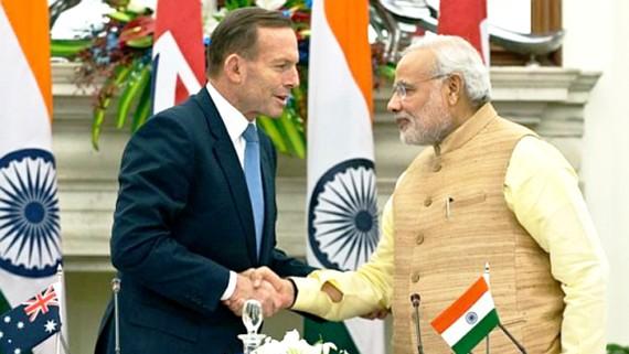 Thủ tướng Australia Tony Abbott và Thủ tướng Ấn Độ Narendra Modi ký Thỏa thuận hạt nhân năm 2014