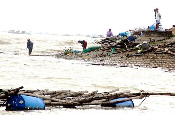 Người dân miền Trung hàng năm phải chịu thiệt hại nặng nề  bởi thiên tai, lũ lụt        Ảnh: Ngọc oai