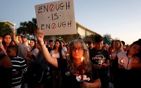 Cuộc biểu tình tại trường cấp 3 Marjory Stoneman Douglas. Ảnh: AP
