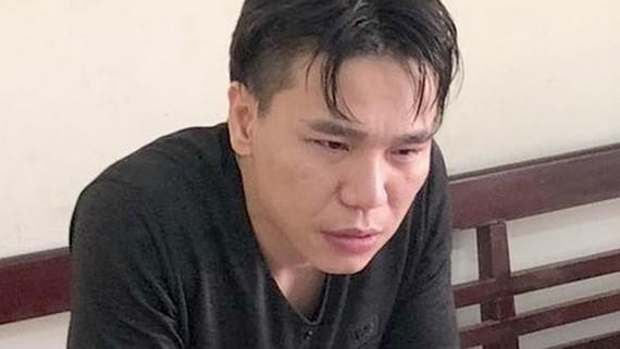 Ca sĩ Châu Việt Cường tại cơ quan cảnh sát điều tra