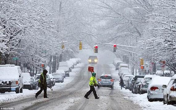 Một trận bão tuyết gây ảnh hưởng nghiêm trọng đến giao thông nước Mỹ. Ảnh REUTERS