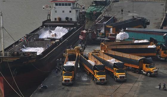 Để phát huy hiệu quả sàn giao dịch vận tải cần kết nối với doanh nghiệp tại các KCX, KCN, các cảng. Ảnh: THÀNH TRÍ