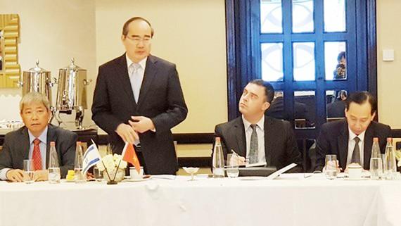 Bí thư Thành ủy TPHCM Nguyễn Thiện Nhân phát biểu chào mừng hội thảo