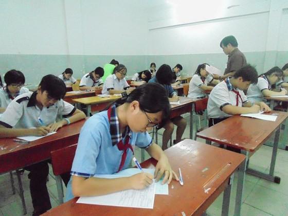 Thí sinh dự kỳ thi tuyển sinh lớp 10 năm học 2018-2019 tại điểm thi THCS Trương Công Định (quận Bình Thạnh)
