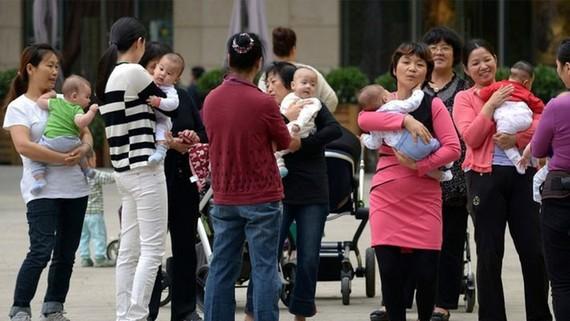 Hạn chế sinh đẻ được cho là giúp Trung Quốc đẩy mạnh tốc độ phát triển kinh tế trong mấy thập kỷ qua, nhưng cũng để lại nhiều hệ lụy. Ảnh: SCMP